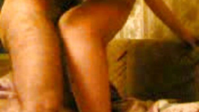 A miúda Asiática tratada pela BDSM vídeo de pornô novos a chupar lingerie sexy.