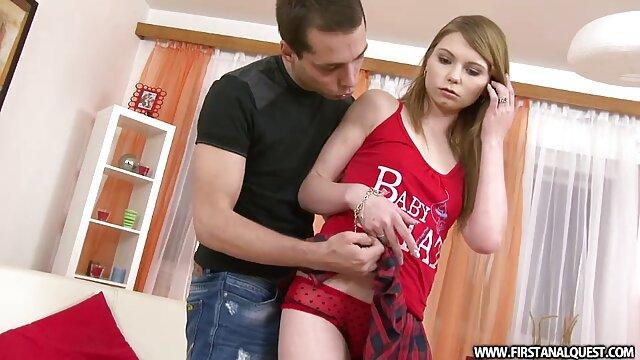 Mofos, a estranha melhor vídeo de sexo pornô Adolescente Blake brinca com o seu vibrador e chicoteado.