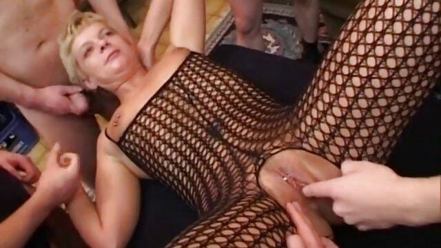 A modelo de câmara excitada brinca com a sua melhor filme pornô do mundo rata apertada com inteligência.