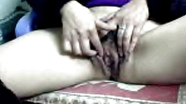 Ela melhor do porno amador brasileiro masturba-se bem.